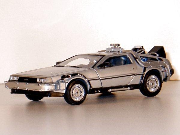 DMC DeLorean LK Coupe - Back to Future II - WELLY 1:24