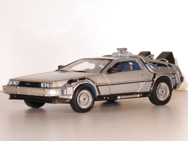 DMC DeLorean LK Coupe - back to Future - WELLY 1:24