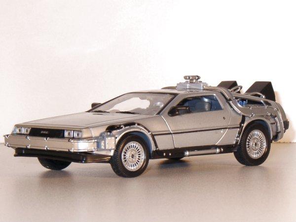 DMC DeLorean LK Coupe - back to Future - WELLY 1:24