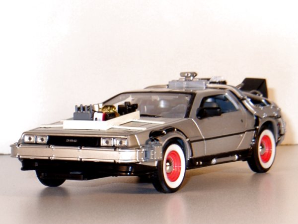 DMC DeLorean LK Coupe - back to Future III - WELLY 1:24