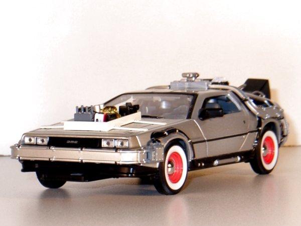DMC DeLorean LK Coupe - back to Future III - WELLY 1:24