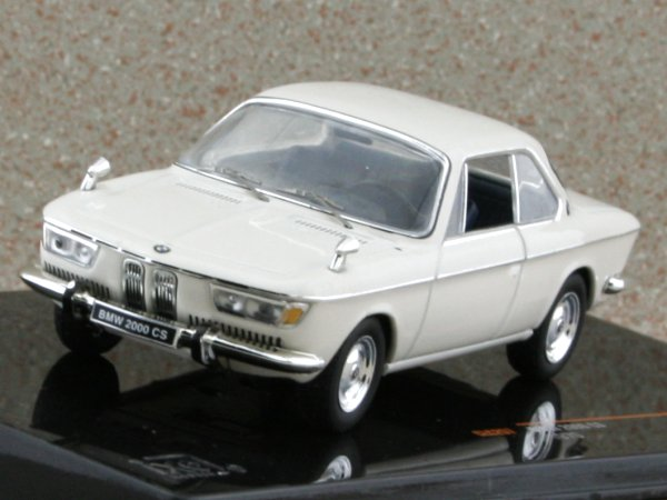 BMW 2000 CS - 1970 - beige - IXO 1:43