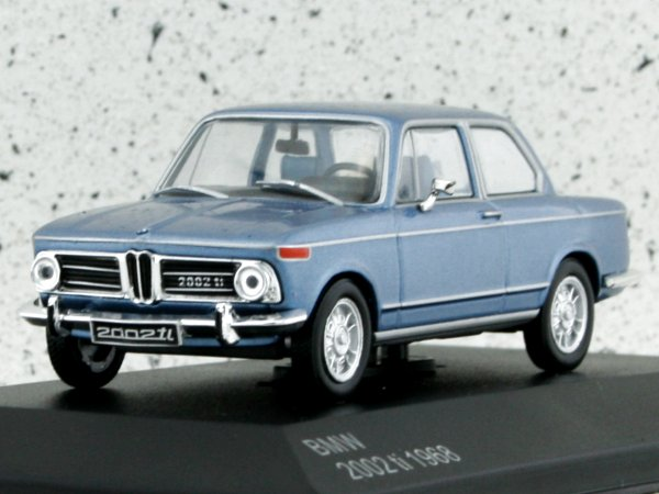 BMW 2002 Ti - 1968 - bluemetallic - WhiteBox 1:43