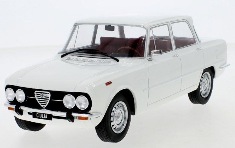 ALFA ROMEO Giulia Nuova Super - 1974 - white - MCG 1:18