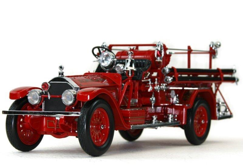 American LaFrance Type 75 - 1927 - Firetruck - YATMING 1:24